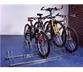 Stojan so striedavou konštrukciou na 2 bicykle