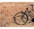 Výkyvný nástenný držiak na 1 bicykel